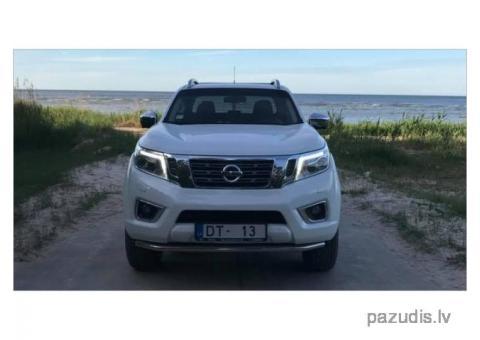 Nozagts auto, balts Nissan Navara