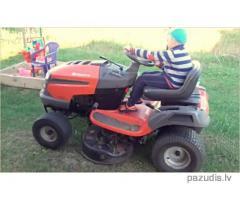 Nozagts zāles pļāvējs, dārza traktors