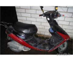 Atrasts motorollers