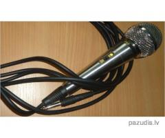 Atrasts mikrofons