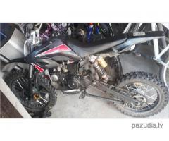Atrasts mopēds motocikls