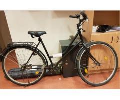 Atrasts melns velosipēds