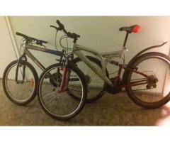 Atrasti divi velosipēdi.