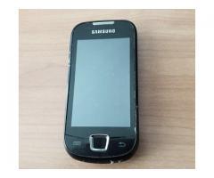 Atrasts melns mobilais telefons