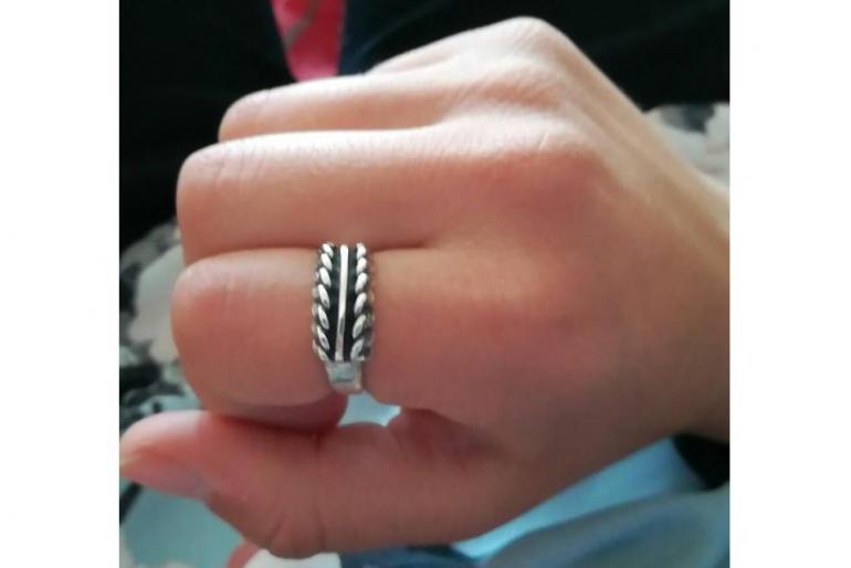 Pazudis sieviešu sudraba gredzens